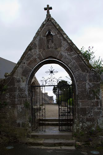 saint-suliac-church-close-gate