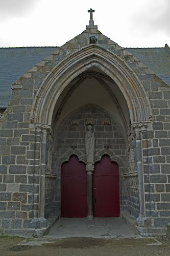 saint-suliac-church-porch